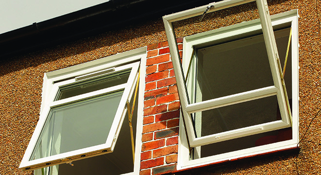 SHEERFRAME'S TOP REVERSIBLE ENSURES WINDOW CLEANING IN SAFETY