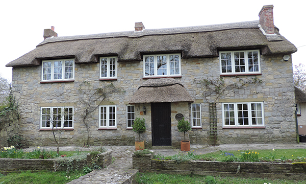 BISON FRAMES ENHANCES THE AESTHETICS AND ENERGY EFFICIENCY OF A STUNNING PERIOD COTTAGE