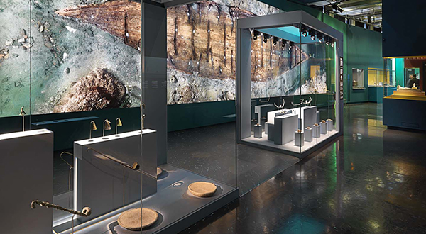 Guardian provides Clarity(tm) glass for Egyptian museum exhibit in Paris