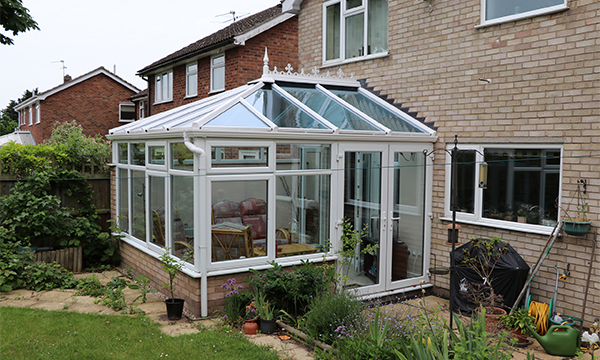 NETWORK VEKA AND FCD TO THE RESCUE – TAKING THE 'PANE' OUT OF TROUBLESOME CONSERVATORY ISSUE