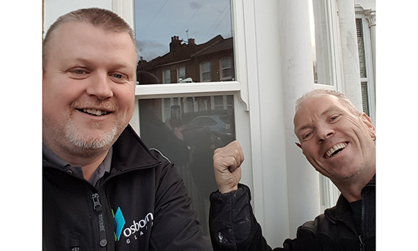 ROSEVIEW ASKS INSTALLERS TO STRIKE A POSE WITH #SASHSELFIES