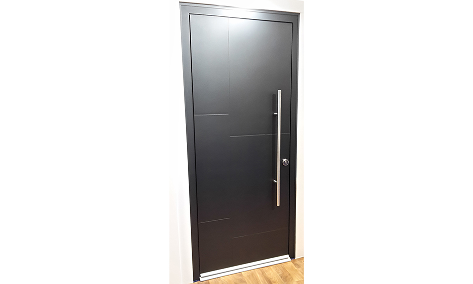 CAPITALISE ON THE FEATURE-RICH HIGH END TREND WITH THE SMART DESIGNER DOOR FROM MERCURY
