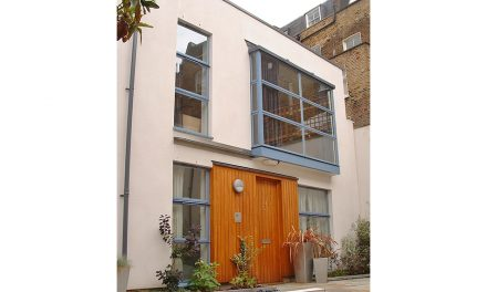 INCORPORATE ON-STYLE COLOURS INTO THE HOME WITH ON-TREND STEEL WINDOWS