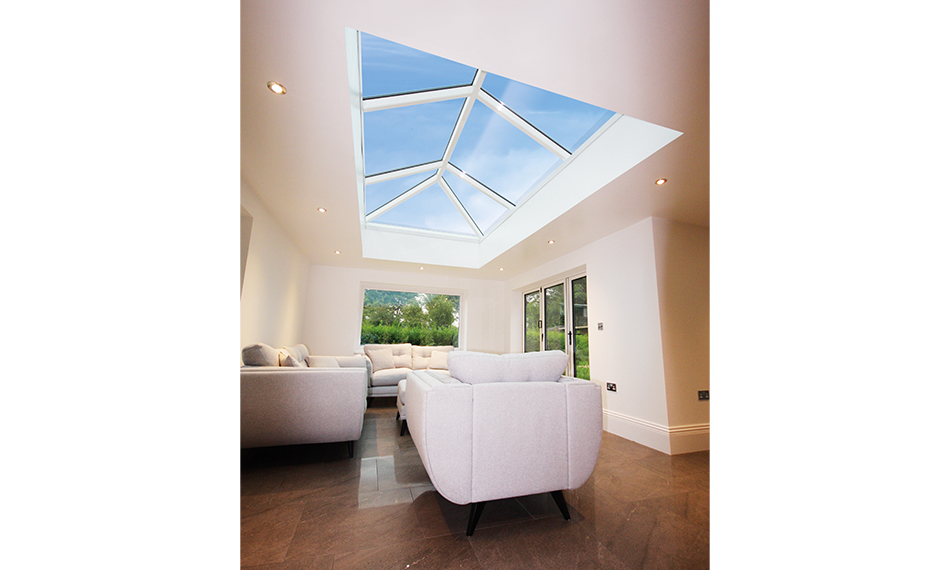 UNIVERSAL TRADE FRAMES ADDS KORNICHE ROOF LANTERN TO ITS PORTFOLIO