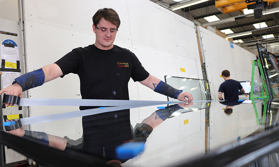 CORNWALL GLASS MANUFACTURING PLEDGES TO CREATE A FURTHER SIX APPRENTICESHIPS
