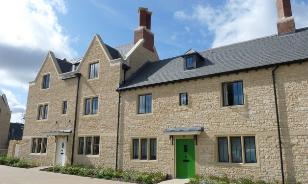 OXFORDSHIRE ESTATE BOASTS MORE THAN 1000 STEEL WINDOWS