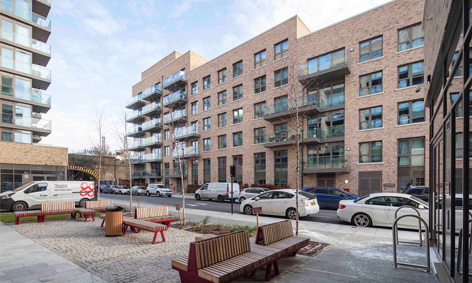 WHITECHAPEL APARTMENT BLOCK FEATURES DUALFRAME 75Si PERFORMANCE AND APPEARANCE