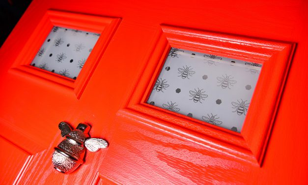 REGALEAD ADDS NEW MANCHESTER WORKER BEE DESIGN TO ETCHED GLASS RANGE